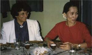 Antoinette Fouque - Aung san Suu Kyi